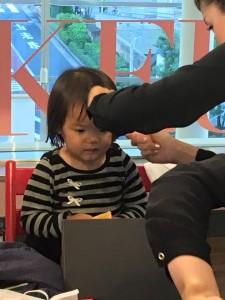 初めて髪を切る竹井佑介の娘