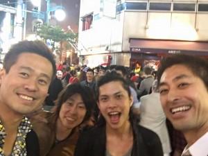 愉快な仲間たちとハロウィンの二丁目を楽しむ竹井佑介