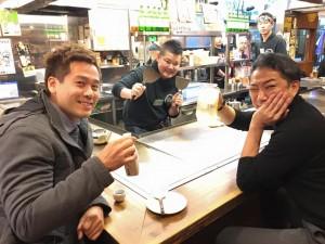 河津さんと広島でお好み焼きを食べる竹井佑介
