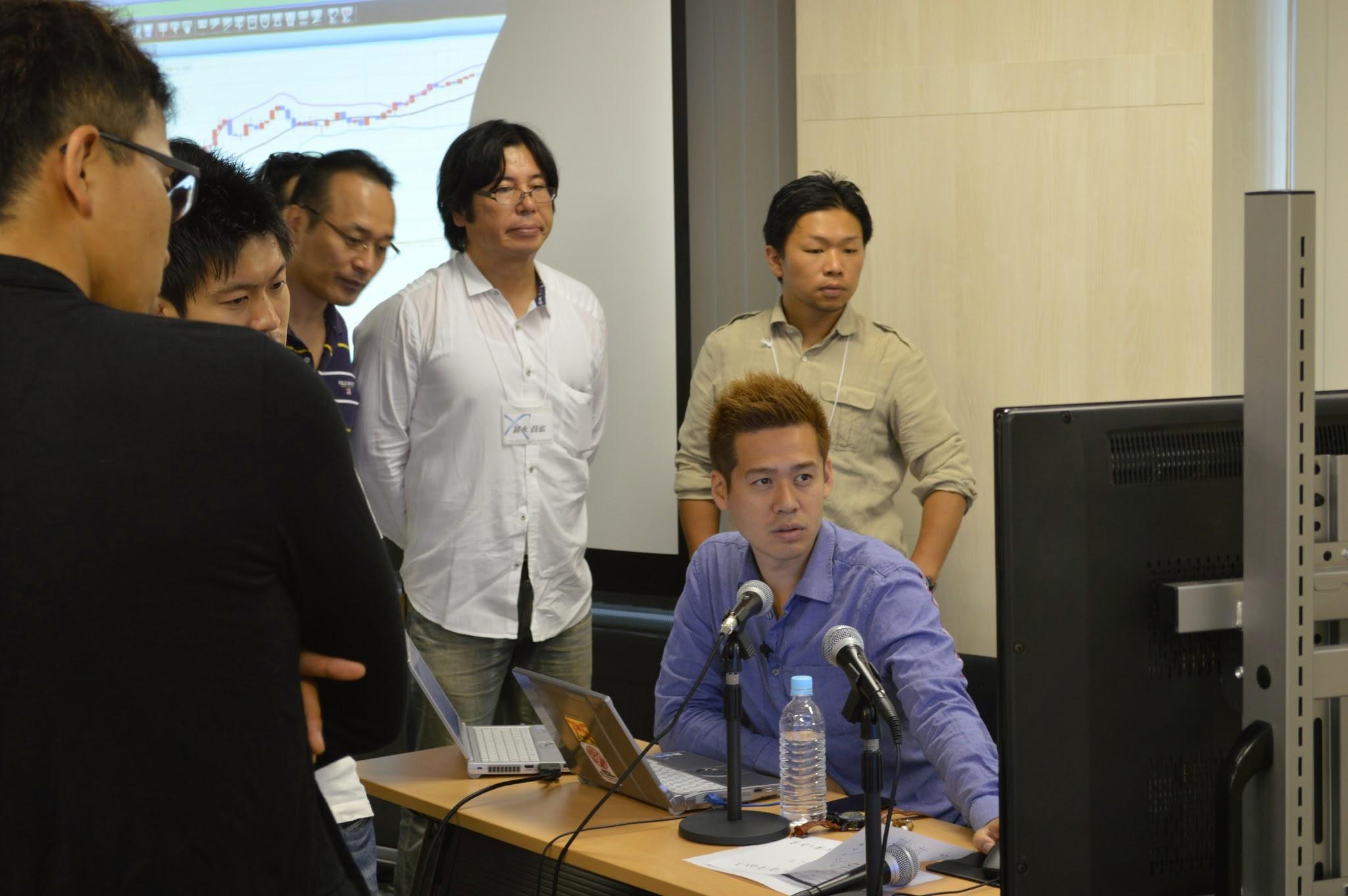 受講生にライブトレードでFXを教える竹井佑介