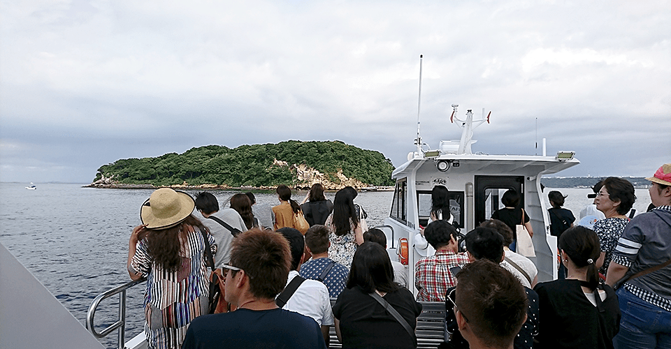 猿島行きの船