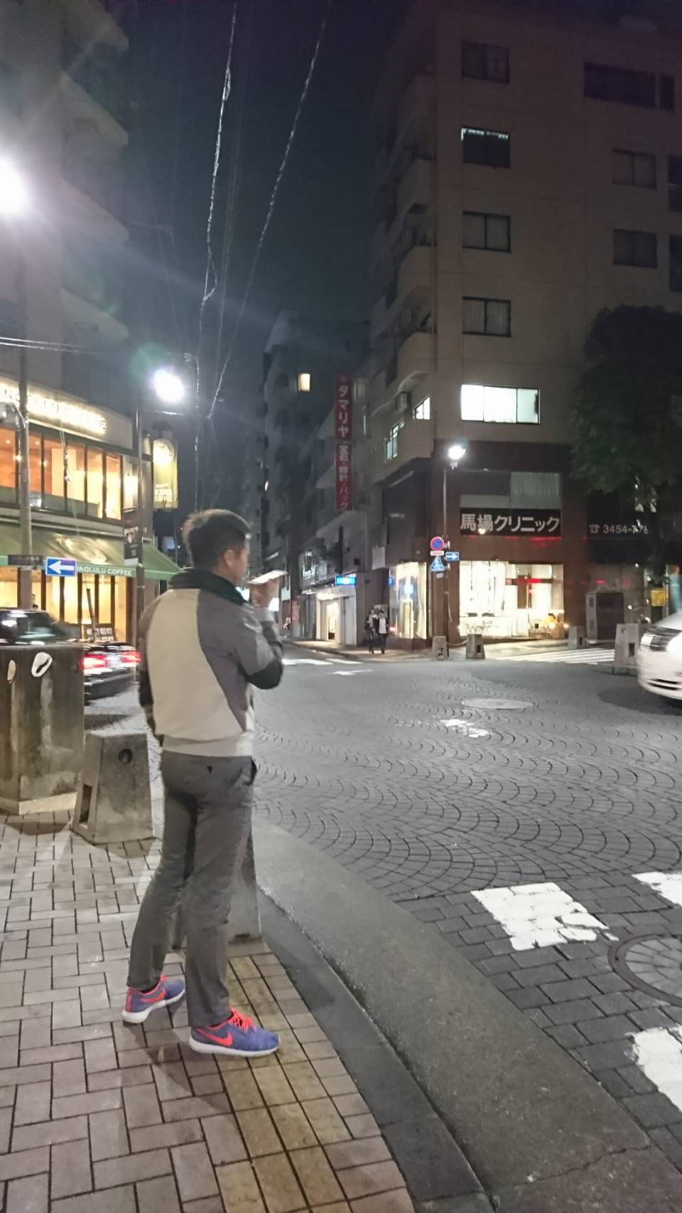 麻布十番でメルマガ用の音声を収録する竹井佑介