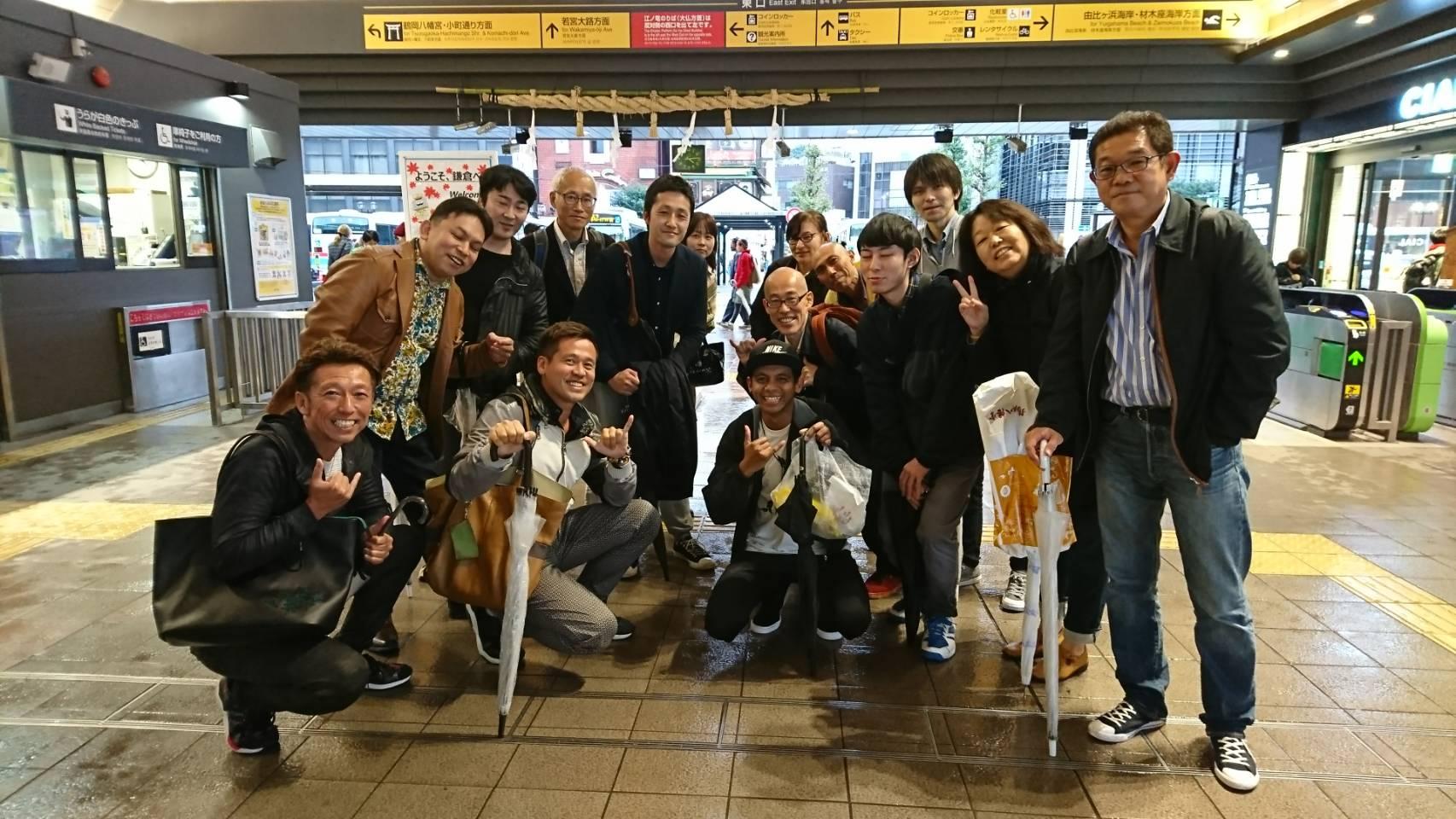 鎌倉駅で記念撮影